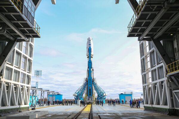 Вывоз ракеты Союз-2.1а с космическими аппаратами на стартовую площадку космодрома Восточный - Sputnik Абхазия