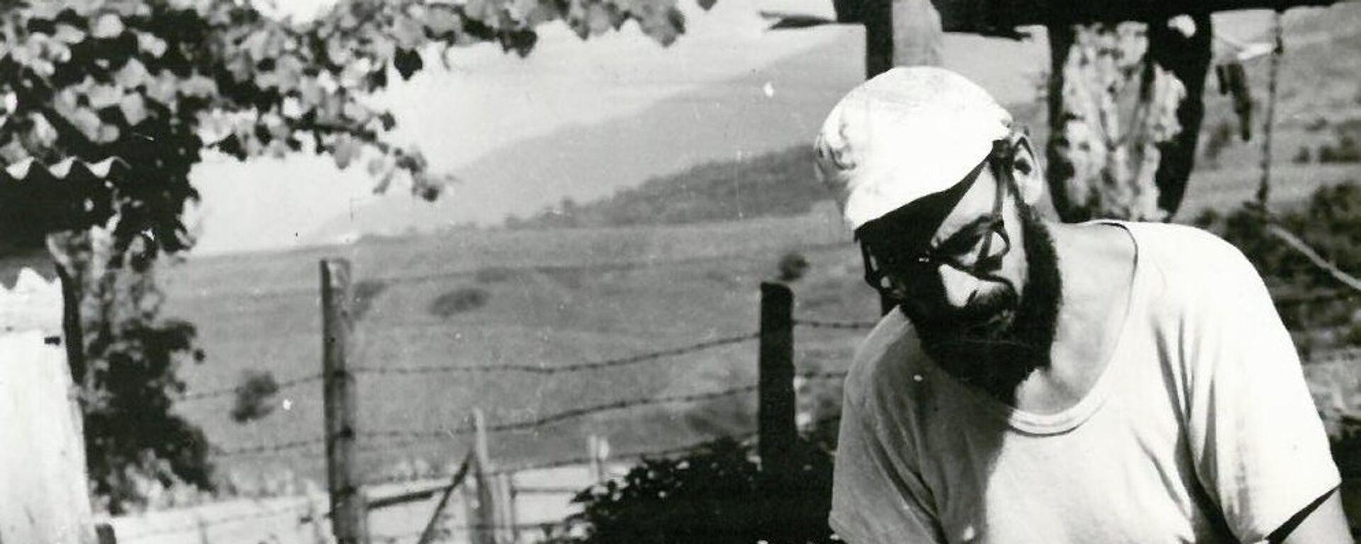 Юрий Воронов во время археологических раскопок. - Sputnik Аҧсны, 1920, 08.05.2021