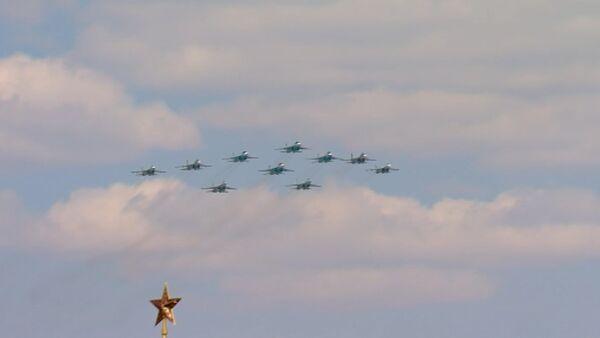 Авиация на параде Победы в Москве: Су-35С, Ту-95МС, Су-27 и Ми-26 - Sputnik Абхазия