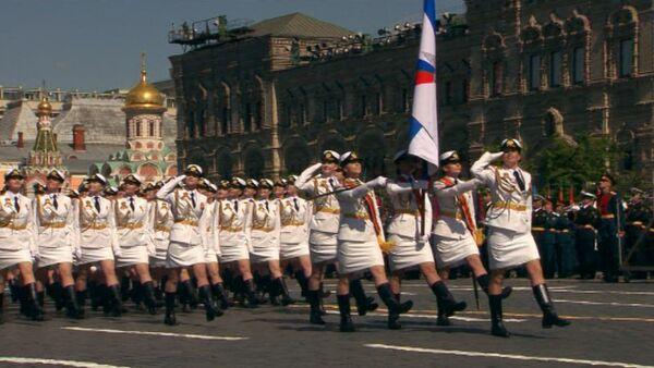 Девушки-курсанты и другие участники пешей части парада Победы в Москве - Sputnik Абхазия