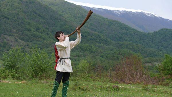 Народный абхазский музыкальный инструмент - абыкь. Ансамбль Апхьарца - Sputnik Аҧсны