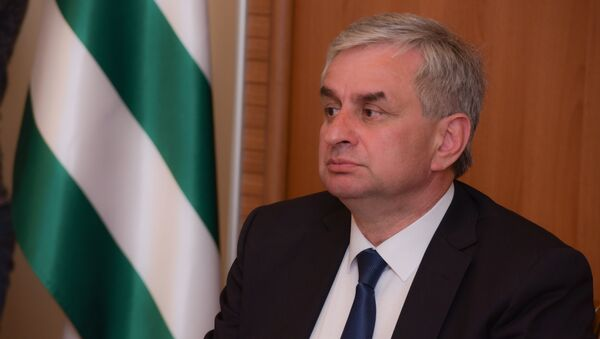 Президент Рауль Хаджимба на заседании комиссии по абхазскому языку. - Sputnik Абхазия
