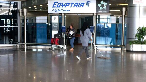 Логотип Egyptair в международном аэропорту Каира, Египет, в четверг, 19 мая 2016 года - Sputnik Абхазия