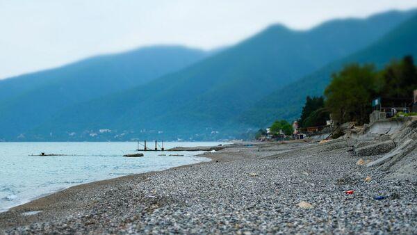 Берег Черного моря в Гагре - Sputnik Абхазия