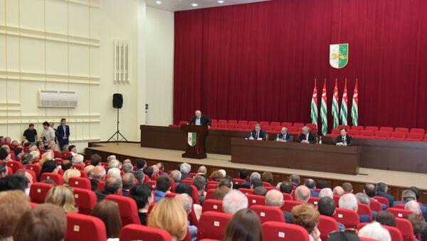 Встреча Президента Республики Абхазия Рауля Хаджимба с общественностью - Sputnik Абхазия