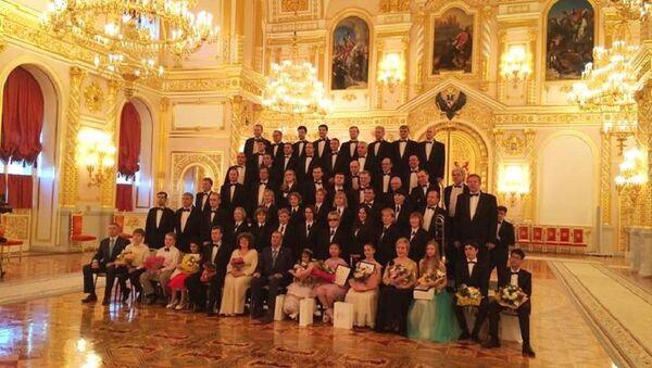 Барас Куджба в Георгиевском зале Большого Кремлевского дворца с участниками фестиваля - Sputnik Абхазия