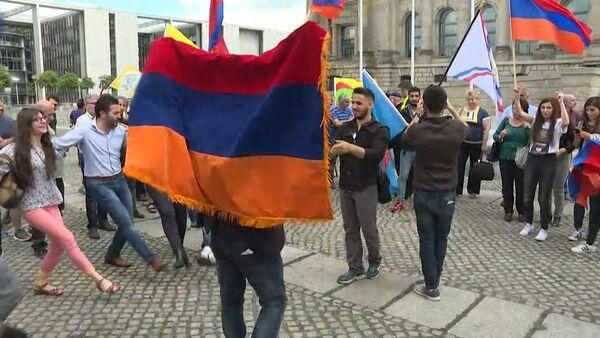 Признание Бундестагом геноцида армян: кадры голосования и реакция берлинцев. - Sputnik Абхазия