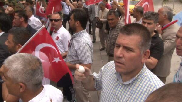Протестующие в Анкаре кидали яйца в здание посольства Германии - Sputnik Абхазия