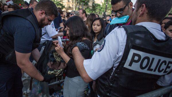 Усиление мер безопасности в Париже перед ЧЕ по футболу - Sputnik Абхазия