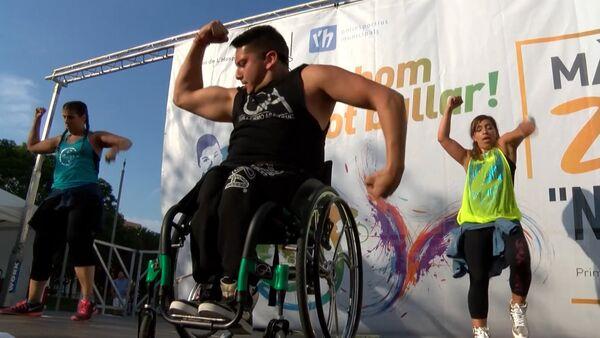 Инвалид-колясочник из Чили стал учителем танцев и проводит мастер-классы - Sputnik Абхазия