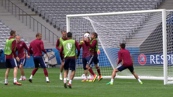 Россия на Евро-2016: тренировка перед матчем и заявление Слуцкого о фанатах - Sputnik Абхазия
