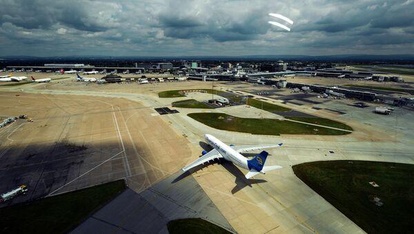 Самолет в аэропорту - Sputnik Абхазия
