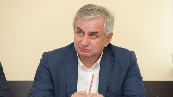 Рауль Хаджимба в общественной палате - Sputnik Абхазия