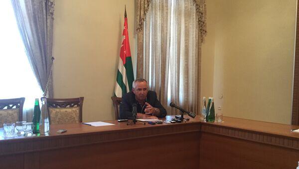 Секретарь Совета Безопасности Абхазии Мухамед Килба прокомментировал события 5 июля у здания МВД республики - Sputnik Абхазия