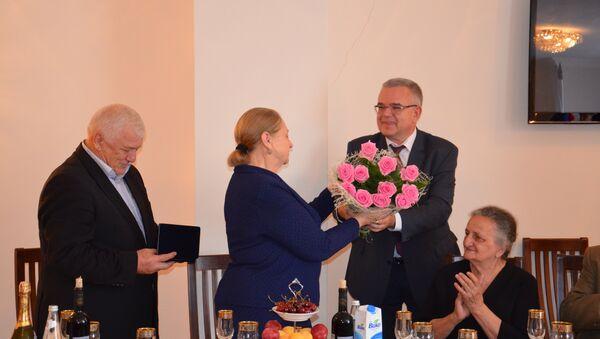 Семьям с многолетним «стажем» вручил медали Посол России в Абхазии - Sputnik Абхазия
