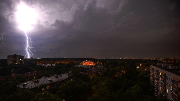 Ливень и штормовой ветер в Москве - Sputnik Абхазия