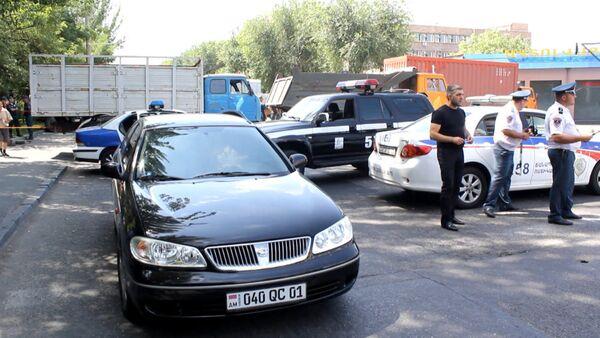 Вооруженные люди захватили здание полиции в Ереване. Съемка с места ЧП - Sputnik Абхазия