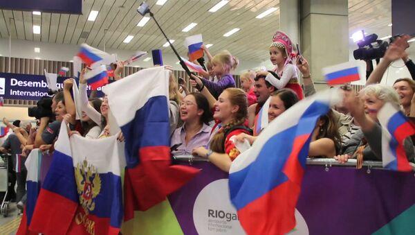 Болельщики спели Катюшу российским олимпийцам в аэропорту Рио-де-Жанейро - Sputnik Абхазия