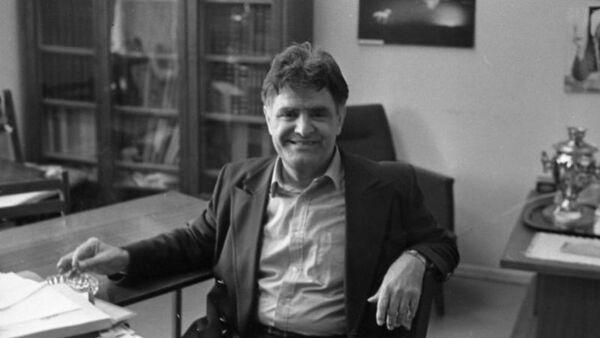 Фазиль Искандер, 1980-е. - Sputnik Аҧсны