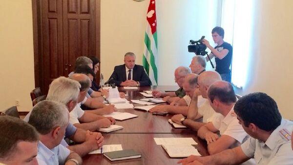 Премьер-министр встретился с личным составом ГАИ МВД Абхазии - Sputnik Абхазия