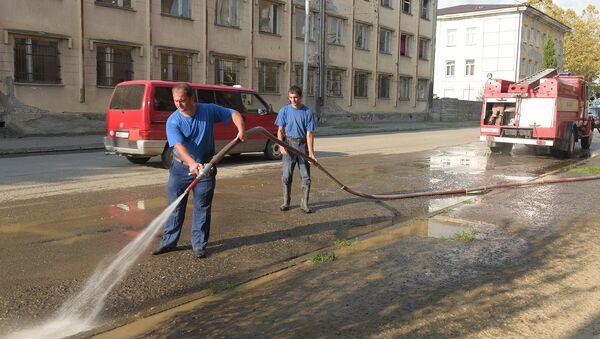 Очистка улиц техникой МЧС. - Sputnik Абхазия