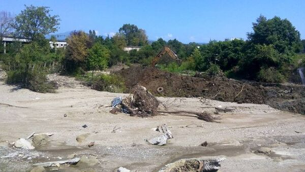 Работа по реконстуированию русла реки в селе Нижняя Эшера. - Sputnik Абхазия