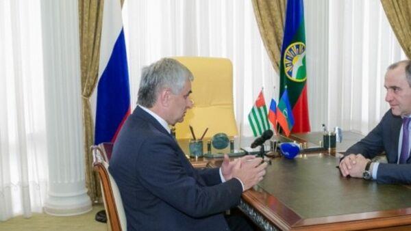 С официальным визитом в Карачаево-Черкесию прибыл Президент Абхазии Рауль Хаджимба - Sputnik Абхазия