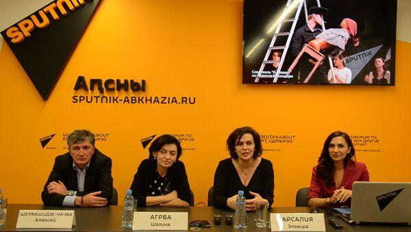 Эльвира Арсалия, Алексей Шервашидзе-Чачба и Шазина Агрба подвели итоги фестиваля Искандера - Sputnik Абхазия
