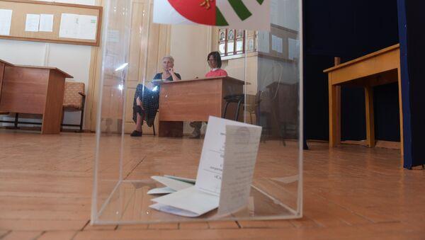 Урна с бюллетенями на избирательном участке - Sputnik Абхазия