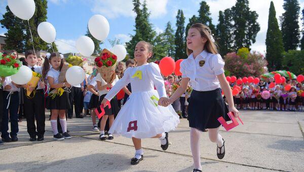 Первое сентября во 2-ой школе. - Sputnik Абхазия