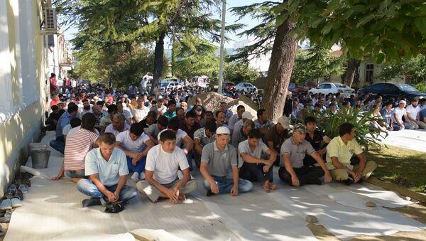 Празднование Курбан-байрам в Сухумской мечети.Архивное фото - Sputnik Аҧсны