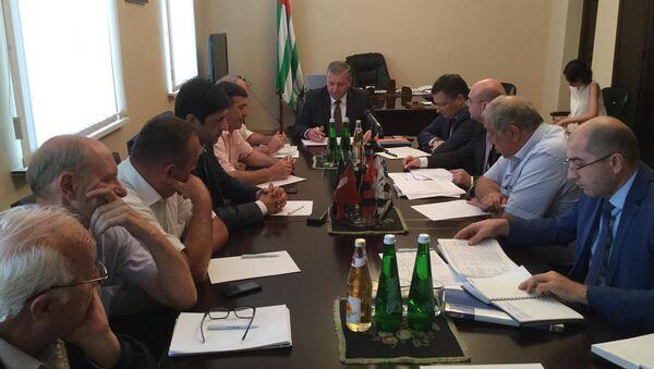 Заседание по инвестиционной программе в Гагре. - Sputnik Абхазия
