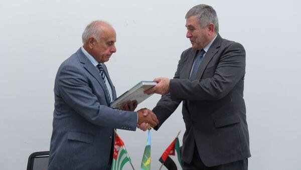 Подписание соглашения между ТПП Абхазии с ассоциацией семьи Абаза в Иордании - Sputnik Абхазия