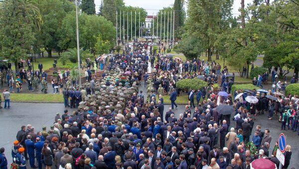 Возложение в Парке Славы в честь Дня Победы - Sputnik Абхазия