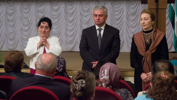 Встреча Хаджимба с матерями погибших добровольцев в музее Боевой Славы - Sputnik Абхазия