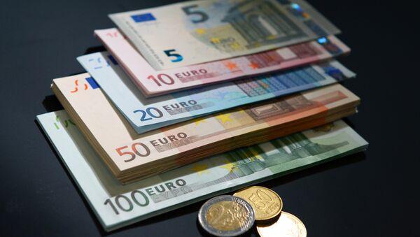 Архивное фото купюр и монет евро разного номинала - Sputnik Абхазия