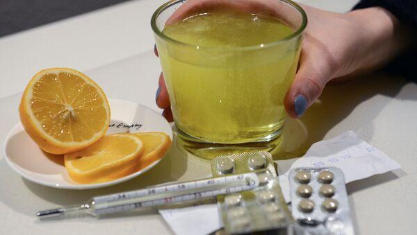 Лекарственные препараты и градусник для измерения температуры - Sputnik Аҧсны