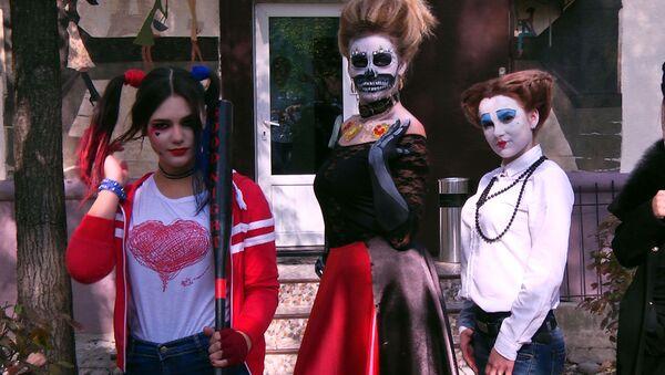 Харли Квин, Малефисента и мертвая невеста в Бишкеке — подготовка к Хэллоуину - Sputnik Абхазия