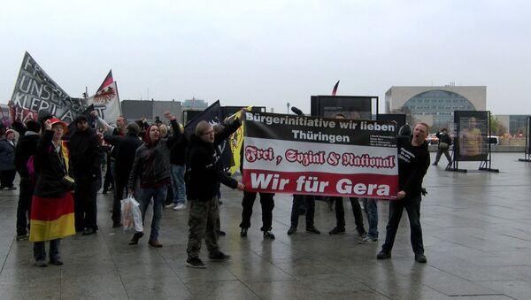 Сотни ультраправых активистов вышли на демонстрацию против Меркель в Берлине - Sputnik Абхазия