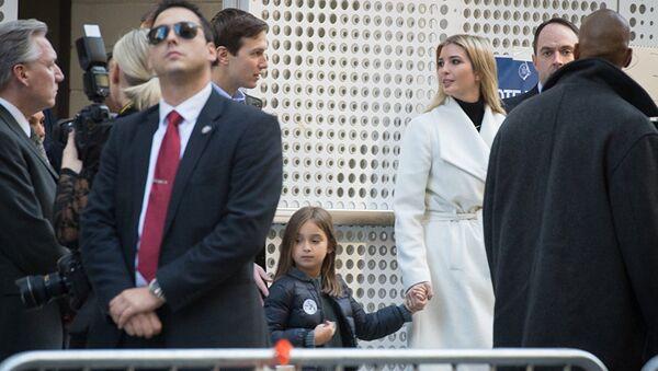 Иванка Трамп и Джарет Кушнер с дочерью в день выборов в США - Sputnik Абхазия