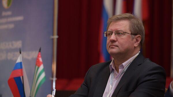 Философ-антрополог, член Зиновьевского клуба МИА Россия сегодня Владимир Лепехин на VII Абхазо-российском деловом форуме - Sputnik Абхазия