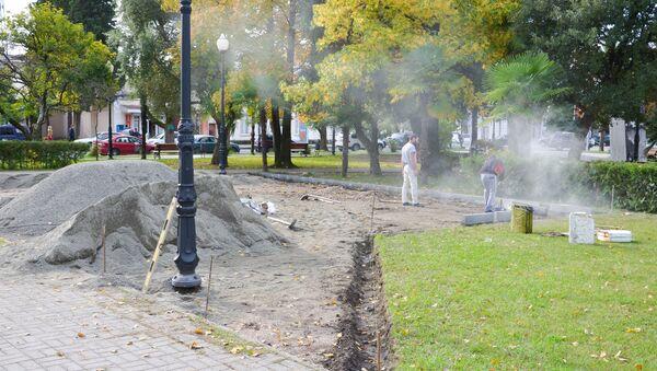 Строительство детской площадки в центральном парке Сухума - Sputnik Аҧсны