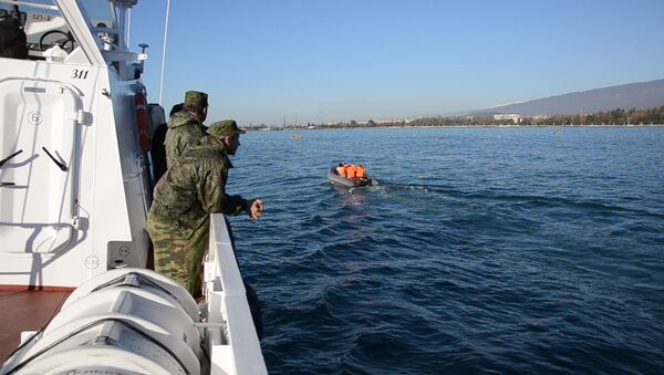 Рейд в преддверии путины хамсы провели пограничники в Сухумской бухте - Sputnik Абхазия
