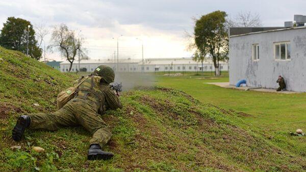 Военнослужащий российской военной базы в Абхазии во время тренировки по противодействию терроризму - Sputnik Аҧсны