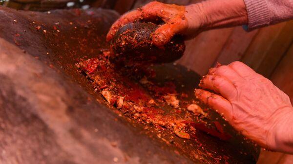 Приготовление аджики в селе Ачандара - Sputnik Абхазия
