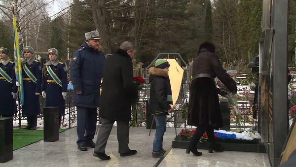 Открытие памятника погибшему в Сирии пилоту российского Су-24 Олегу Пешкову - Sputnik Абхазия