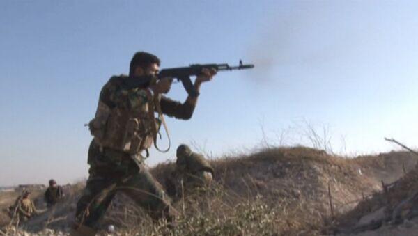 Сирийские солдаты атаковали боевиков на востоке Алеппо. Кадры перестрелки - Sputnik Абхазия