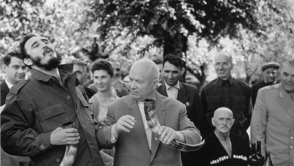 Никита Хрущев и Фидель Кастро в гостях у колхозников колхоза Дурипш - Sputnik Абхазия