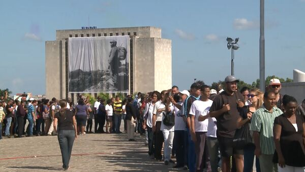 Тысячи кубинцев выстроились в очередь для прощания с Фиделем Кастро в Гаване - Sputnik Абхазия