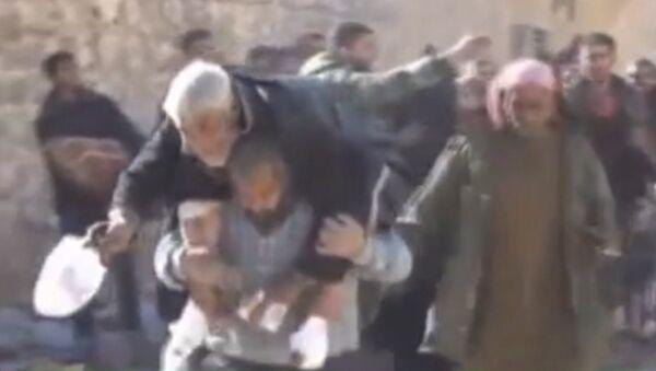 Мирные жители покидали один из районов Алеппо под пулями боевиков - Sputnik Абхазия